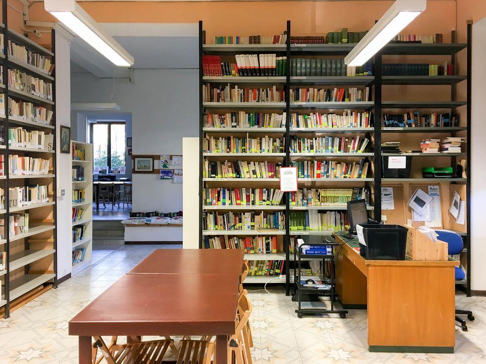 Gaggio Montano - biblioteca sala interna